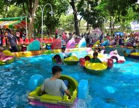 Người dân đổ về các khu vui chơi trong nội đô dịp nghỉ lễ