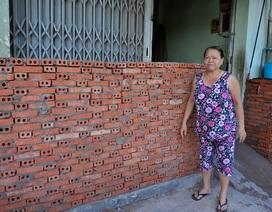 """Người Sài Gòn xây """"bình phong"""" cao cả mét... chống ngập"""