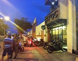 Hàng chục thanh niên xông vào quán cà phê ở trung tâm Sài Gòn chém người