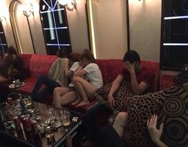 Gần 20 nam nữ phê ma túy trong quán karaoke ở trung tâm Sài Gòn