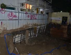 Sụt lún sát chung cư ở trung tâm Sài Gòn, 50 người phải di tản khẩn cấp