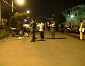 Người đàn ông nằm chết cạnh xe máy, cơ thể đầy máu