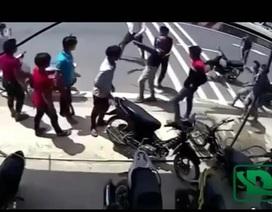 Xôn xao clip 2 nhóm thanh niên cầm hung khí truy sát nhau như phim ở Sài Gòn