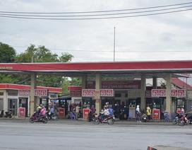 """TPHCM: Hàng chục hộ dân bất an vì cây xăng tồn tại """"chui"""" suốt 12 năm giữa khu dân cư"""
