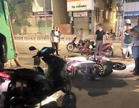 Hai thiếu nữ 16 tuổi chém tới tấp 1 cô gái để cướp xe máy