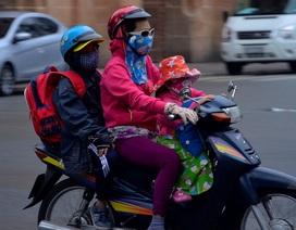 Người Sài Gòn diện áo ấm, khăn len trong tiết trời se lạnh