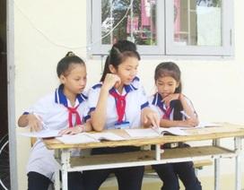 """Nữ sinh nghèo không có nhà  ở, được bầu là """"Thủ lĩnh phong trào học tập"""""""