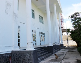 Sóc Trăng: Nhiều trụ sở cơ quan xây xong bỏ hoang vì… không có lối vào!
