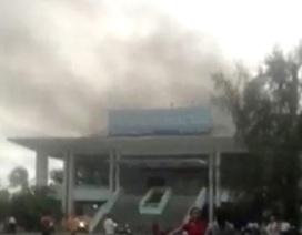 Cháy lớn tại Trung tâm Văn hóa tỉnh, nhiều đoàn nghệ thuật hoảng loạn