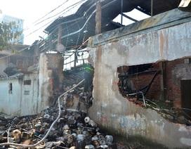 Vụ cháy xưởng dệt may: Hai thanh niên thoát chết trong biển lửa