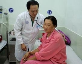 Khẩn cấp mổ bắt con để thay động mạch chủ cho mẹ