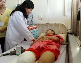 Bộ trưởng Y tế động viên nữ sinh bị cắt cụt chân học ngành y