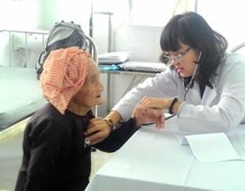 Bác sĩ bệnh viện quận về trạm y tế phục vụ bệnh nhân