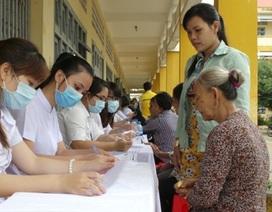 Khám bệnh miễn phí cho 450 người cao tuổi diện chính sách