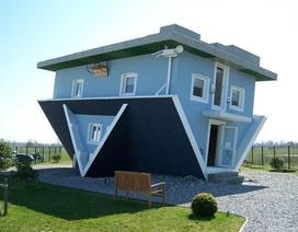 """Kỳ lạ những ngôi nhà kiểu """"lộn chổng ngược"""""""