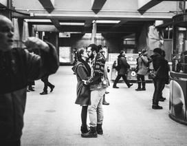 """""""Ngọt lịm"""" những nụ hôn ở chốn công cộng"""