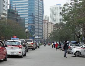 """Vụ bãi trông ôtô """"nuốt"""" một làn đường: Cố tình vi phạm dù đã bị xử phạt"""
