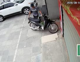 Siêu trộm bẻ khoá xe máy trong tích tắc ở Hà Nội