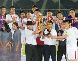 HLV Hữu Thắng hạnh phúc sau chức vô địch tại Myanmar