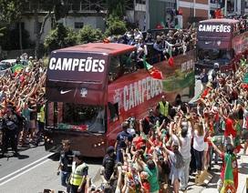 Biển người chào đón nhà vô địch Bồ Đào Nha tại quê nhà