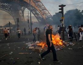 Ẩu đả dưới chân tháp Eiffel trong trận chung kết Euro 2016