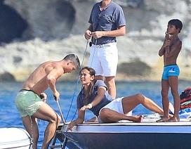 """C.Ronaldo """"chơi sang"""" khi du lịch cùng gia đình tại đảo Ibiza sau Euro 2016"""