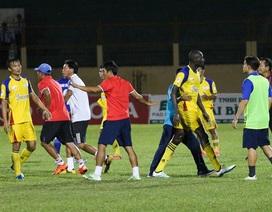 Bức xúc với trọng tài, Khánh Hoà đòi đá lại trận gặp Quảng Nam