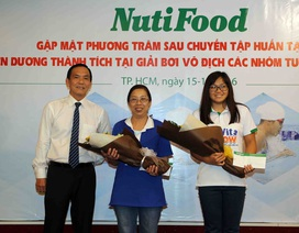 NutiFood thưởng 2000 USD cho cô trò Phương Trâm sau giải vô địch nhóm tuổi Đông Nam Á