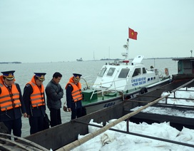Bắt 30 tấn phân bón lậu trên biển.