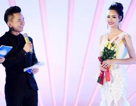"""MC Hạnh Phúc đã """"gỡ rối"""" cho Tân Hoa hậu Biển như thế nào?"""