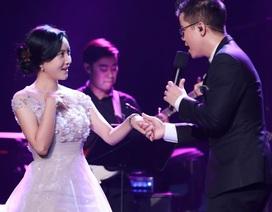"""Đinh Mạnh Ninh """"cầu hôn"""" khiến nữ diễn viên Hàn Quốc bối rối"""