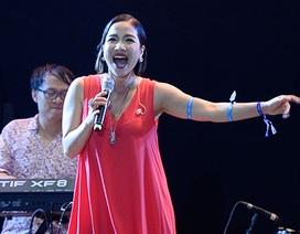 Diva Mỹ Linh chinh phục khán giả với những bản hit đình đám