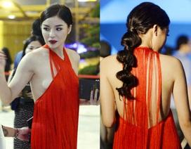 """Hoa hậu Kỳ Duyên mặc """"hở bạo"""" khi dự sự kiện thời trang"""