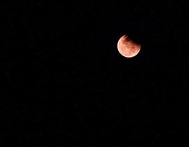 """Hà Nội: Hàng ngàn người đổ xô đi xem """"trăng máu"""""""