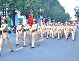 Hàng nghìn chiến sĩ, nhân dân tập trung trong đêm chờ diễu binh, diễu hành