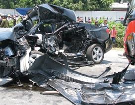 Xe con đụng độ xe khách trước hầm Hải Vân, 4 người thiệt mạng