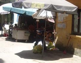 """Dân chợ cũng """"bỏ của chạy lấy người"""" vì nắng nóng"""