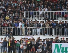 """Sân Pleiku có thể bị phạt vì sự cố """"vỡ sân"""""""