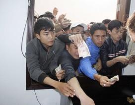 Giành giật mua vé xem HA Gia Lai đá với Than Quảng Ninh