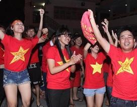 Cổ động viên TPHCM hòa nhịp chiến thắng cùng U23 Việt Nam