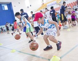 HLV, VĐV Sài Gòn Heat tham gia chương trình phát triển tài năng bóng rổ trẻ