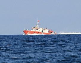 Cứu sống 13 ngư dân gặp nạn trên biển