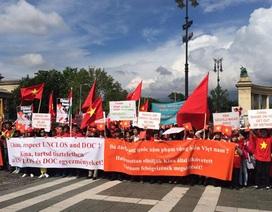 Budapest: Ngày Chủ nhật rực rỡ sắc cờ đỏ sao vàng