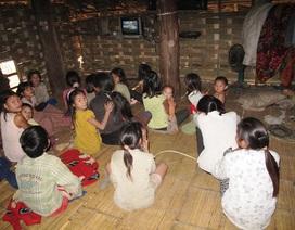 Trắng đêm vận động học sinh tộc người Đan Lai đến trường