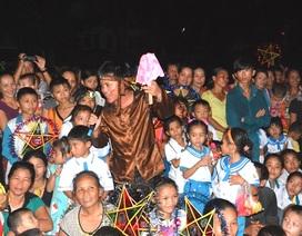 Nghệ An: Người làm báo mang Trung thu đến với trẻ em Đan Lai