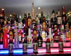 Bắt xe khách vận chuyển 144 chai rượu ngoại nhập lậu