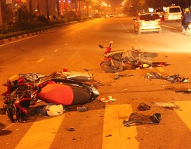 Hai xe máy nát bét sau cú đối đầu, 2 người nhập viện