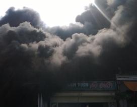 Gần 100 công an, bộ đội dập đám cháy cực lớn bên quốc lộ 1A