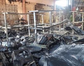Cửa hàng điện tử bốc cháy mùng 3 Tết