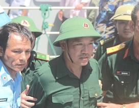 Hình ảnh phi công Nguyễn Hữu Cường khi trở về đất liền